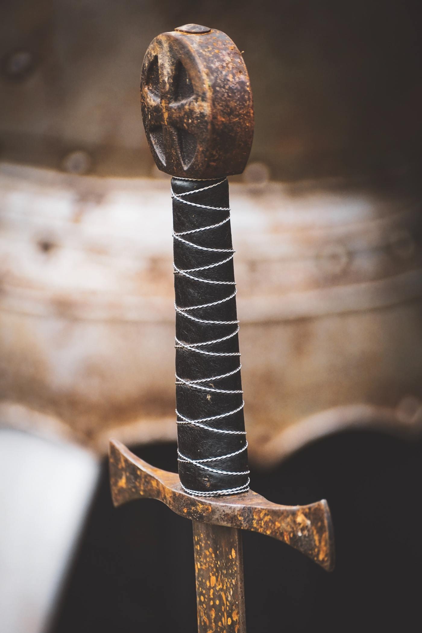 Sword Hilt by Susanne Jutzeler, from pexels.com.